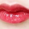 夏天适合用口红还是唇釉?看看就知道